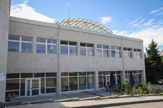 """Сграда на НХА на бул. """"Г. М. Димитров"""" № 100"""